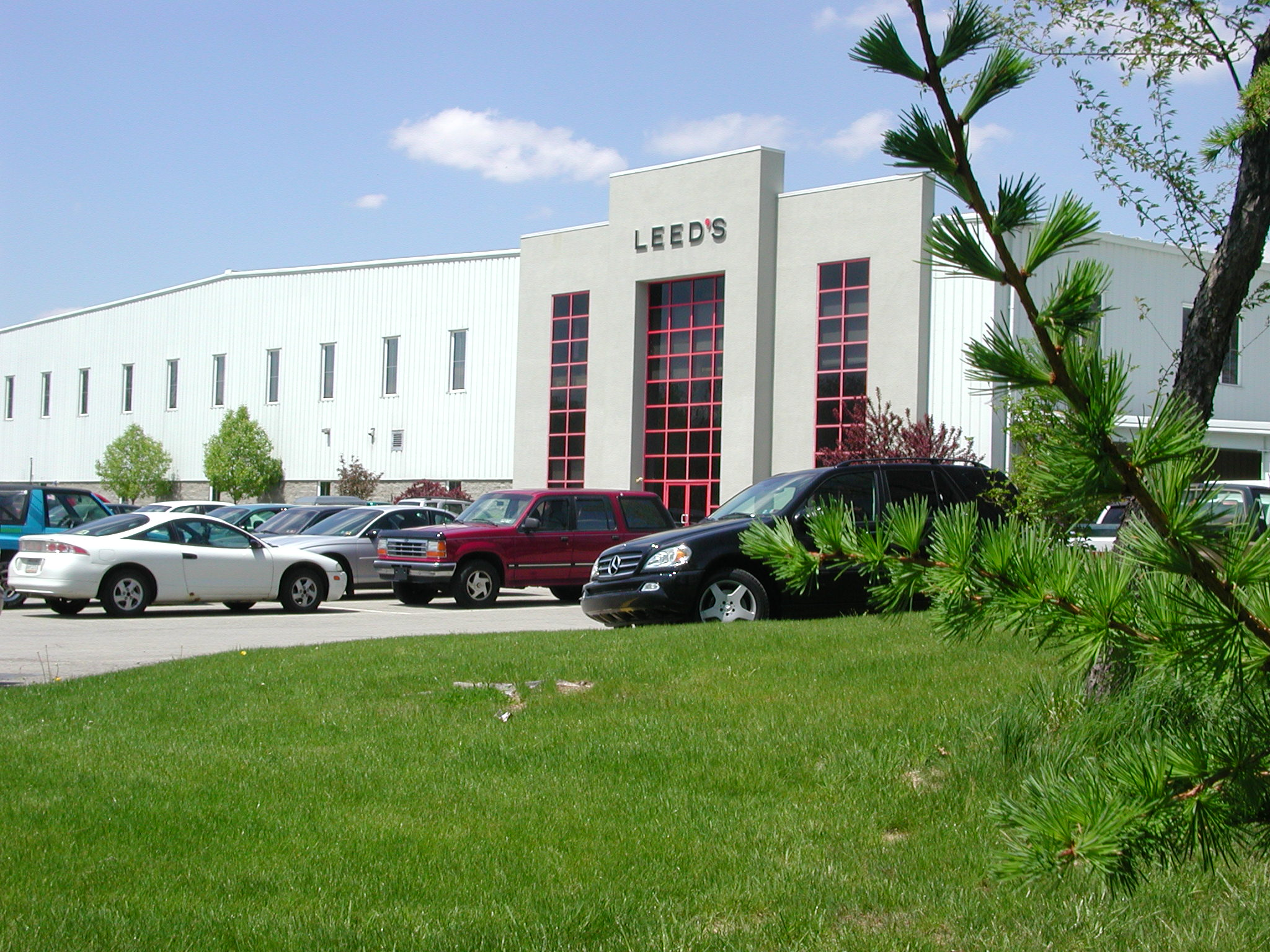 leed s announces additional expansion at the business research park leedsworld inc initial 100 000 square foot facility
