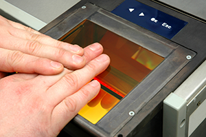 Hands on an electronic Fingerprints device